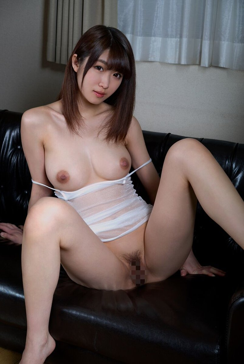 M字開脚エロ画像